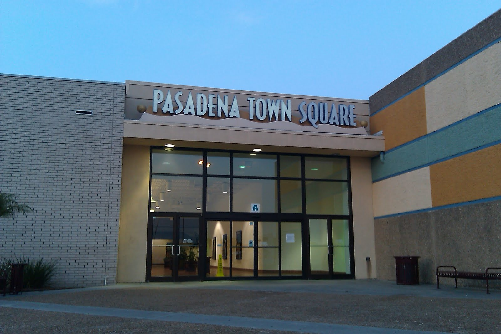 The Louisiana And Texas Retail Blogspot Pasadena Town Square And