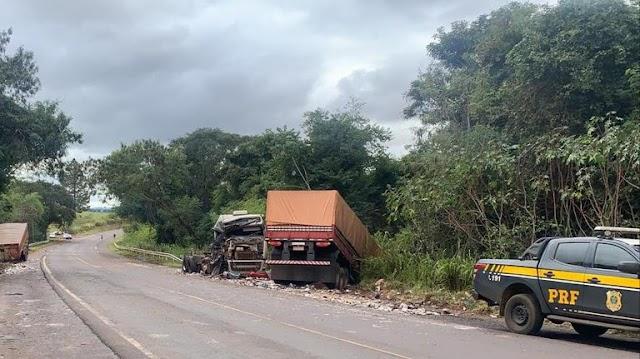 PRF apreende R$ 250 mil em cigarros contrabandeados num caminhão envolvido num acidente em Terra Roxa (PR)