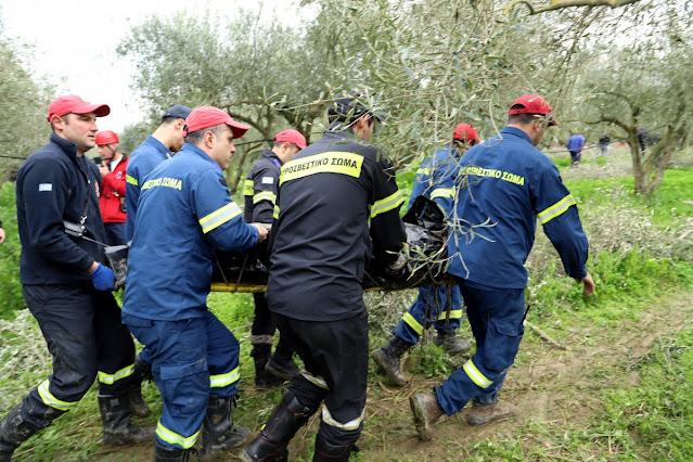 Επιχείρηση της πυροσβεστικής για 75χρονο που έπεσε σε χαράδρα