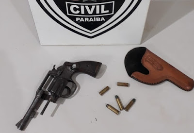 Em Riacho dos Cavalos, GTE da Polícia Civil apreende arma de fogo e conduz acusado a delegacia