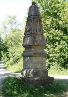 Die Preysingsäule im Forst Kasten, einem Teil des Landschaftsschutzgebiets Forstenrieder Park