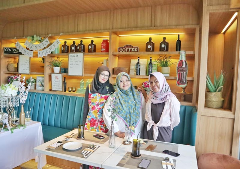 Review 53 Steps Laurence,Cafe Baru Hits Instagramable di Medan