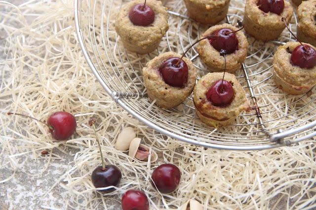 Cuillère et saladier : Mini-moelleux pistache-cerise vegan