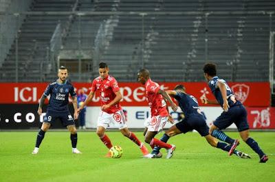 مارسيليا يحقق انتصاره الأول في الدوري الفرنسي على ستاد بريست 3-2
