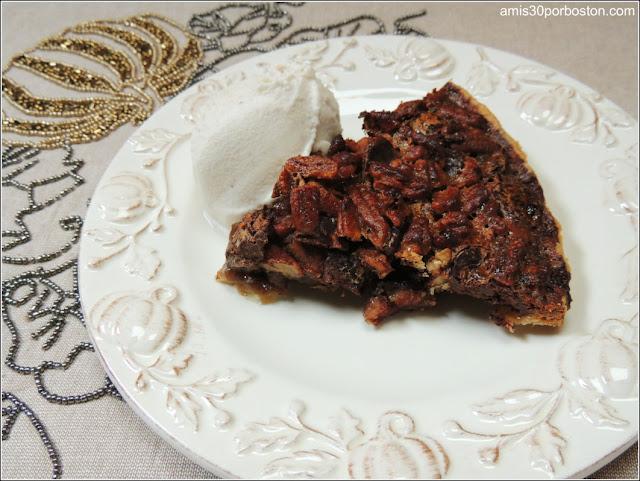 Ración de la Chocolate Bourbon Pecan Pie Sin Adornar