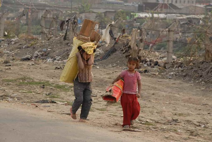 Essay on Child Labour in Hindi | बाल श्रम पर 10 Line और 600 शब्द