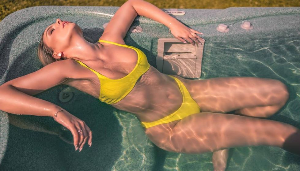 Izziye Model GlamourCams