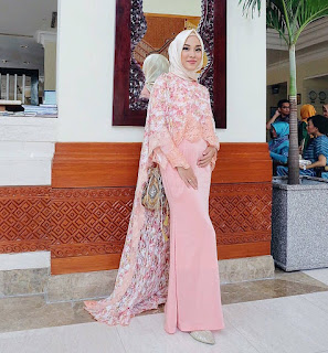 Model Gaun Kebaya Brokat