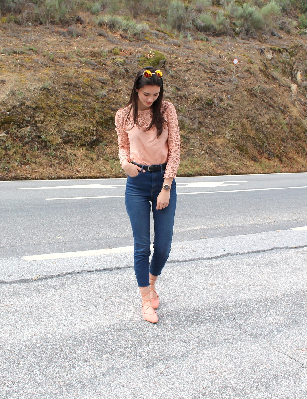 peexo-fashion-blogger-wearing-lace-top-and-topshop-binx-jeans-and-lace-up-flats-and-rose-gold-sunglasses