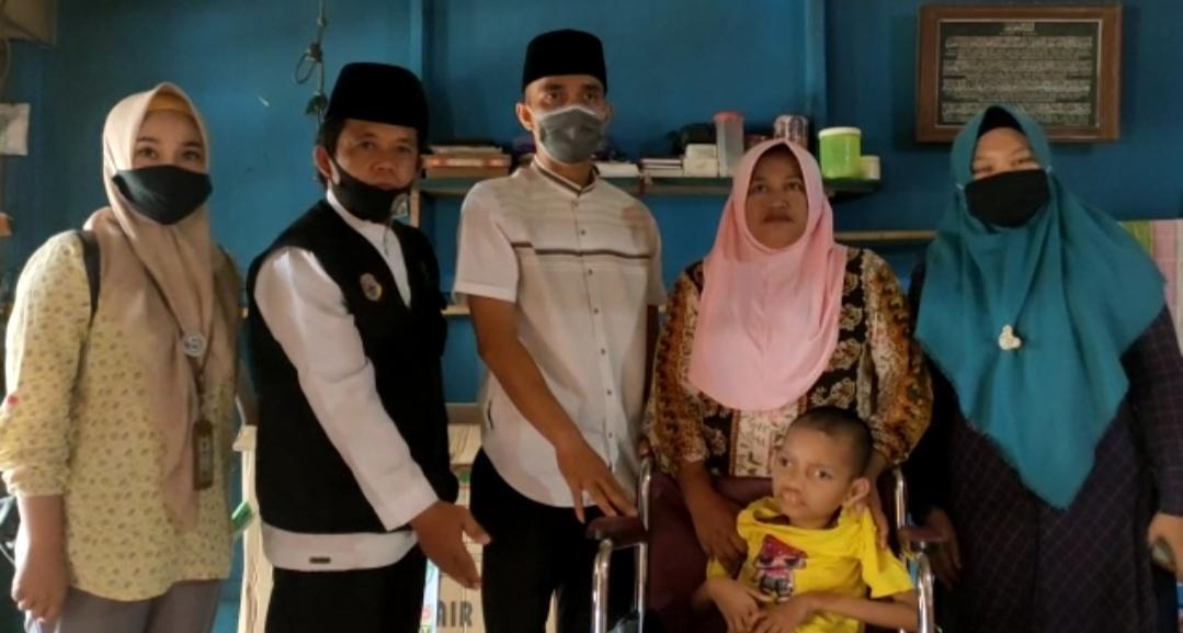 Yunita Penderi Polio Terima Bantuan Kursi Roda