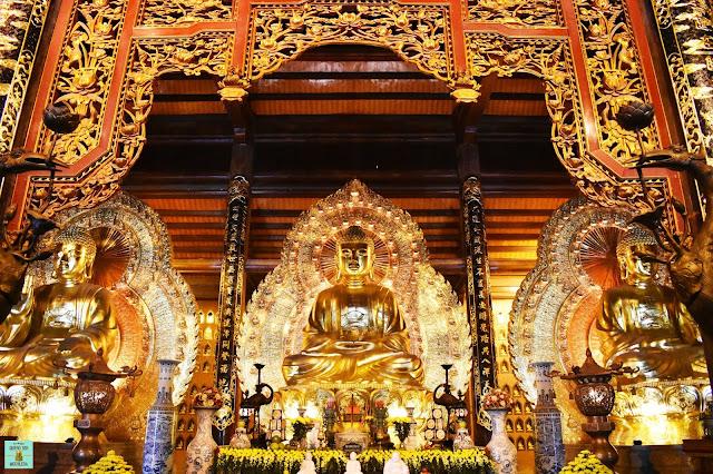 Interior de un templo en Bai Dinh, Ninh Binh