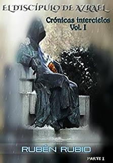 Portada del libro El discípulo de Azrael, una tumba con un hombre encapuchado esculpido en ella