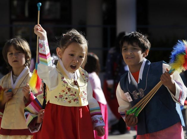 it Korean Lunar New Year at the Claire Lilienthal School