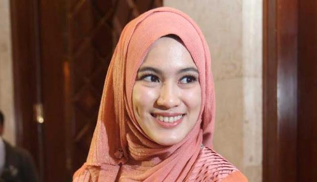 Warna Baru dalam Dunia Artis Indonesia dengan Hadirnya Artis Cantik Berhijab