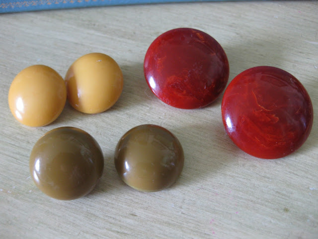 bakelite button stud clip earrings