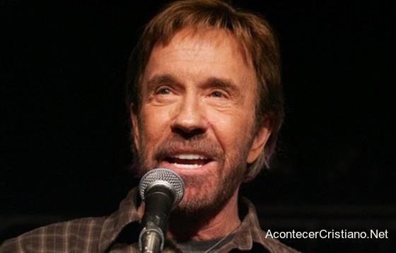 Chuck Norris habla de su timidez