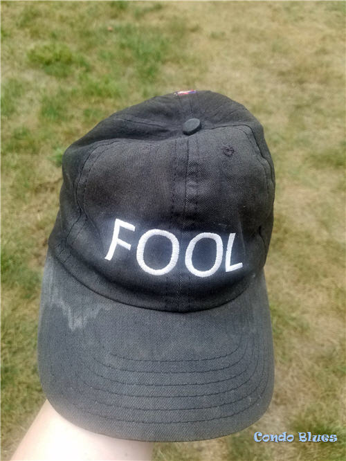 how to remove dirt from a baseball cap