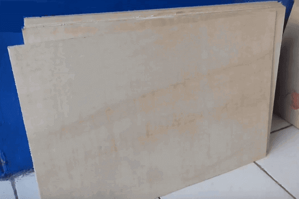 Triplek 4 atau 5 mm yang sudah dipotong ukuran 60x40 cm