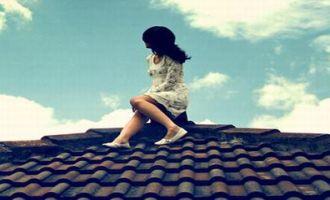 Ragazza sul tetto