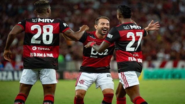 Após péssimo 1o tempo, Flamengo goleia em clássico carioca
