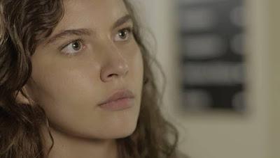 Rita (Alanis Guillen) diz que sua filha não tem pai, na novela 'Malhação - Toda Forma de Amar' — Foto: Globo