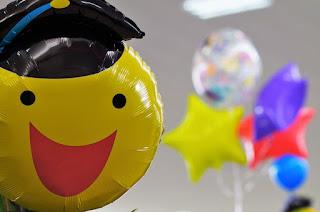 balon indah warna warni dari plastik