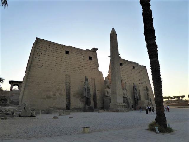 il primo pilone del tempio di luxor