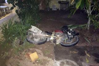 http://vnoticia.com.br/noticia/2534-motociclista-sai-da-pista-bate-em-portao-e-vai-parar-no-quintal-de-residencia-em-gargau
