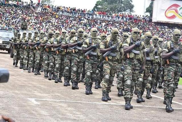 Il faut noter tout de même que le défilé des militaires a retenu l'attention des gens
