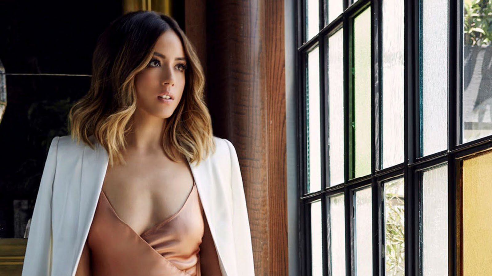 Asian car show women