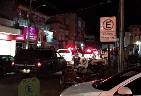 """""""Nego Bala"""" é assaltado, Polícia prende os assaltantes e prende também """"Nego Bala"""" que tinha mandado de prisão por homicídio"""
