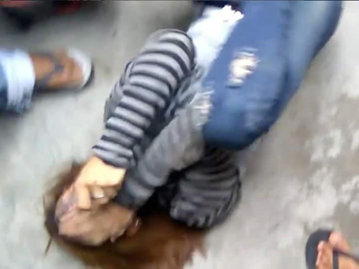 Viral, Video Aksi Massa Pukul dan Tendang Wanita yang Diduga Mencuri