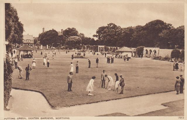 Putting Green, Denton Gardens, Worthing. Photogravure by S. & E. Ltd., Hastings. Postally unused. Undated