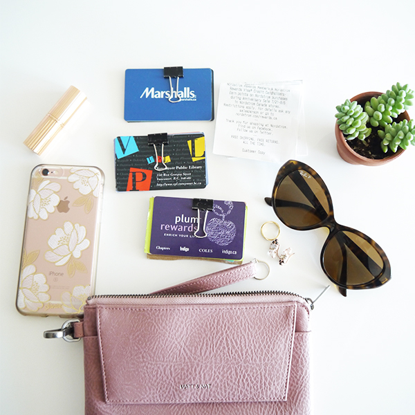 Matt and Nat x Indigo limited edition mauve Maya wristlet clutch bag minimalist organization hack using binder clips to group and secure gift cards and loyalty cards