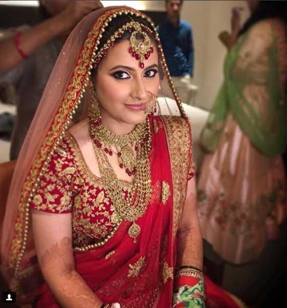 """... Bridal Makeup Artist based in Delhi/NCR. She says, """"On your D-day, you look glamorous, elegant and refined version of yourself"""". You would completely ..."""