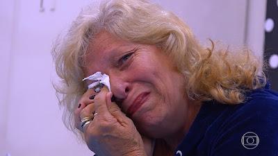 Professora Neiva chora com homenagem — Foto: TV Globo