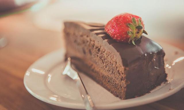 Στυλίδα: Λήστεψαν ζαχαροπλαστείο και πήραν... μία τούρτα φεύγοντας