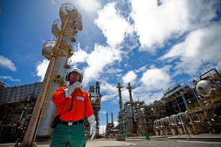 http://vnoticia.com.br/noticia/2802-petrobras-aumenta-preco-da-gasolina-em-2-25-nas-refinarias