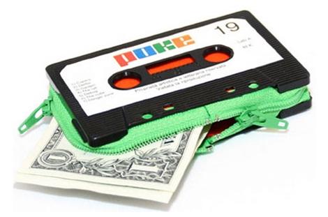 Kaset tape diubah menjadi dompet.