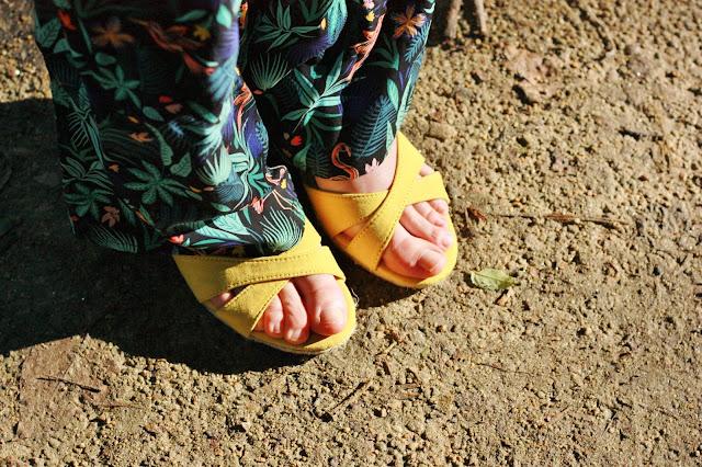 Sandales-compensees-jaune