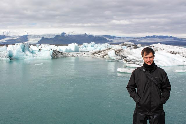 Alberto frente a los icebergs del lago Jökulsárlón