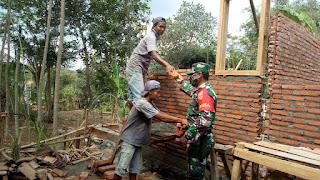 Peran Serta Babinsa:  Bantu pembangunan Rumah Warga Binaannya
