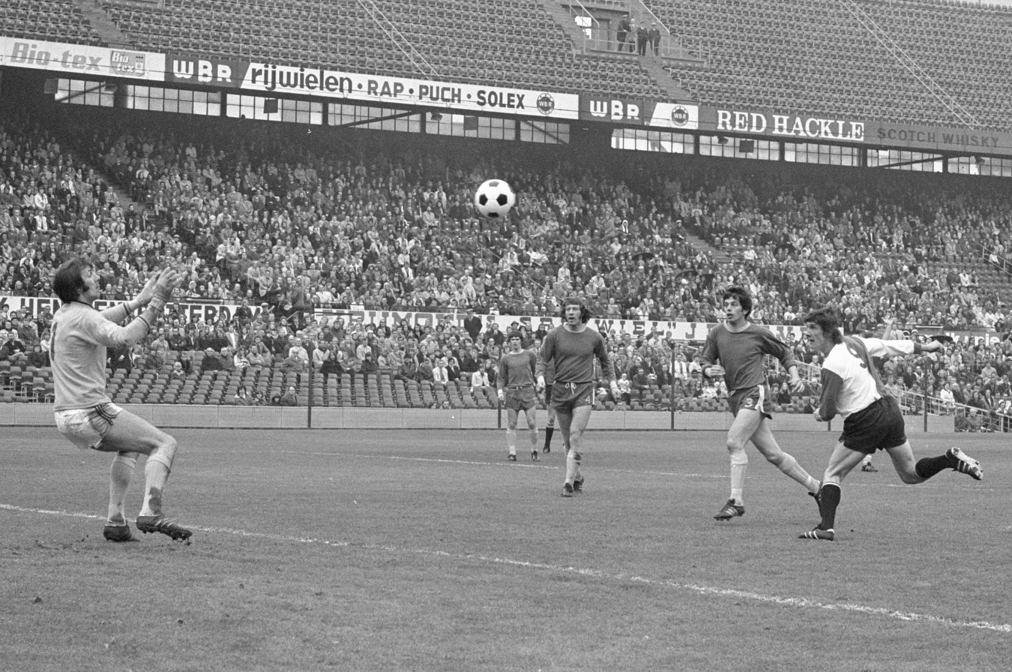 Attila Ladinsky scoort het openingsdoelpunt namens Feyenoord