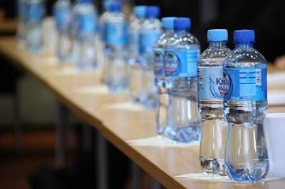 Air putih ialah air yang tidak mempunyai warna atau bening dan tidak berbau serta tanpa r Berapa Liter Konsumsi Air Putih Per Hari