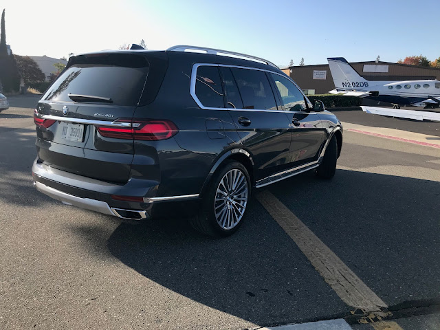 Rear 3/4 view of 2019 BMW X7 xDrive 40i
