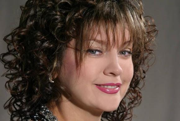 Лілія Сандулесу – естрадна співачка. Народилася в селі Маршинці Новоселицького району