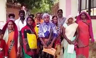 आवास शौचालय को लेकर ग्रामीणों का प्रदर्शन | #NayaSabera