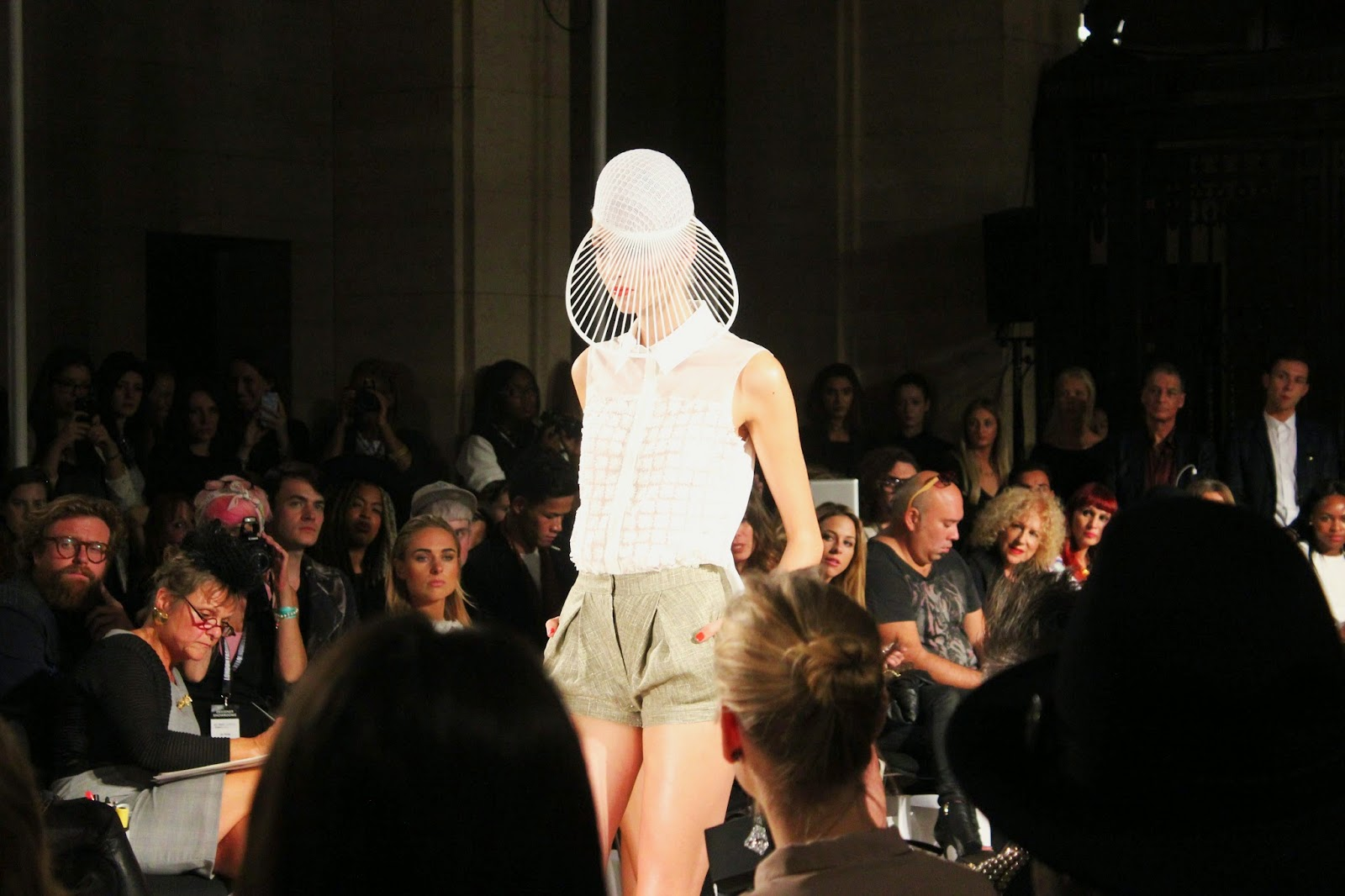 london-fashion-week-2014-lfw-spring-summer-2015-blogger-fashion-freemasons hall-fashion-scout-ashley-isham-catwalk-models-shirt-shorts