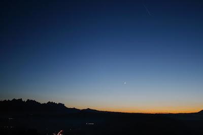 Saturn, Júpiter i la Lluna, prop de Montserrat des de Bufalvent (Manresa)  - 16/12/2020