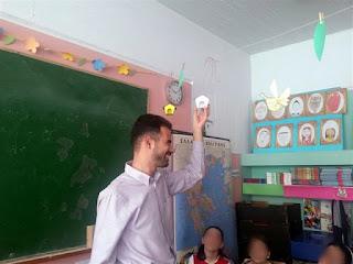Ο Βαγγέλης Αυγουλάς αγγίζει χειροτεχνίες παιδιών